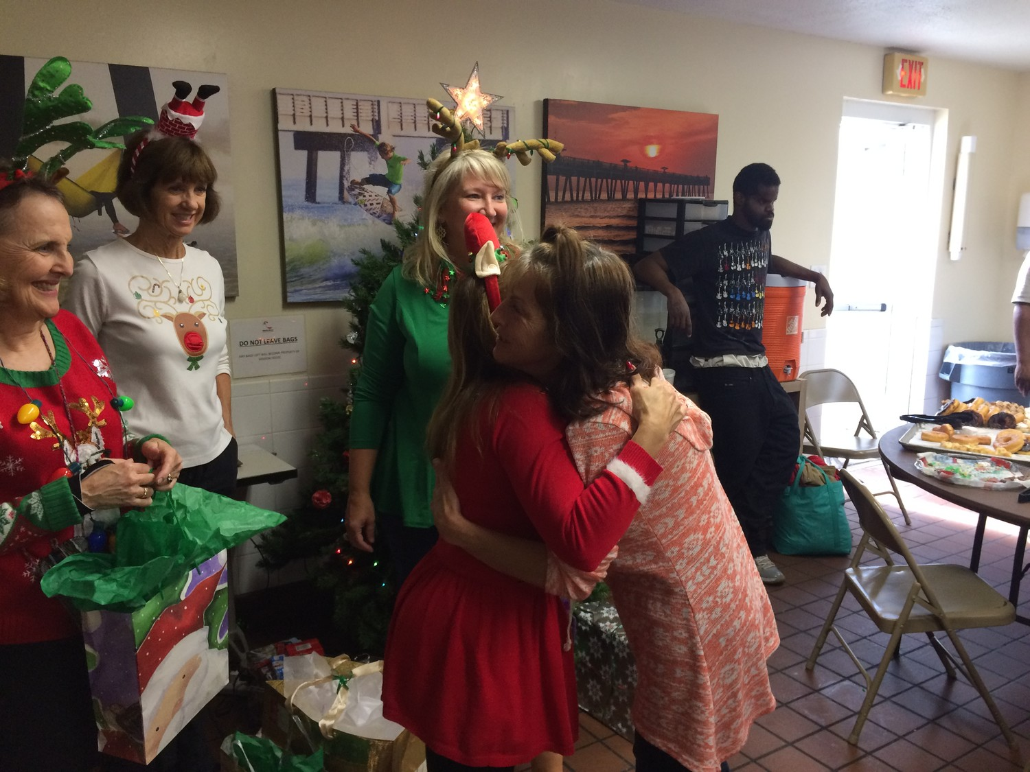 Volunteers deliver gifts to homeless at Mission House\'s annual 12 ...