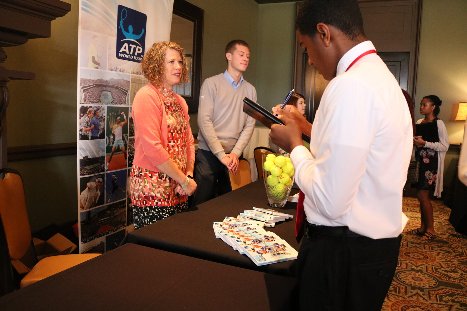 A student signs up to receive more information about ATP World Tour opportunities.