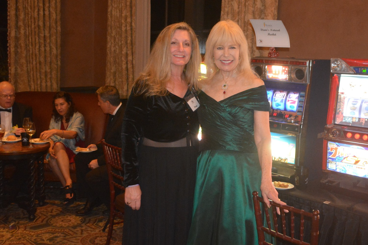 Ayla's Acres Executive Director Fran Charlson (left) poses for a photo with M*A*S*H star Loretta Swit at Casino Night on the Greens.