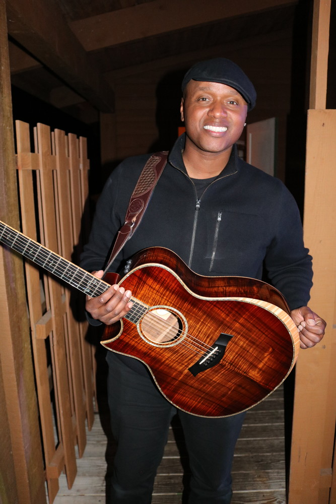 Musician Javier Colon at the concert