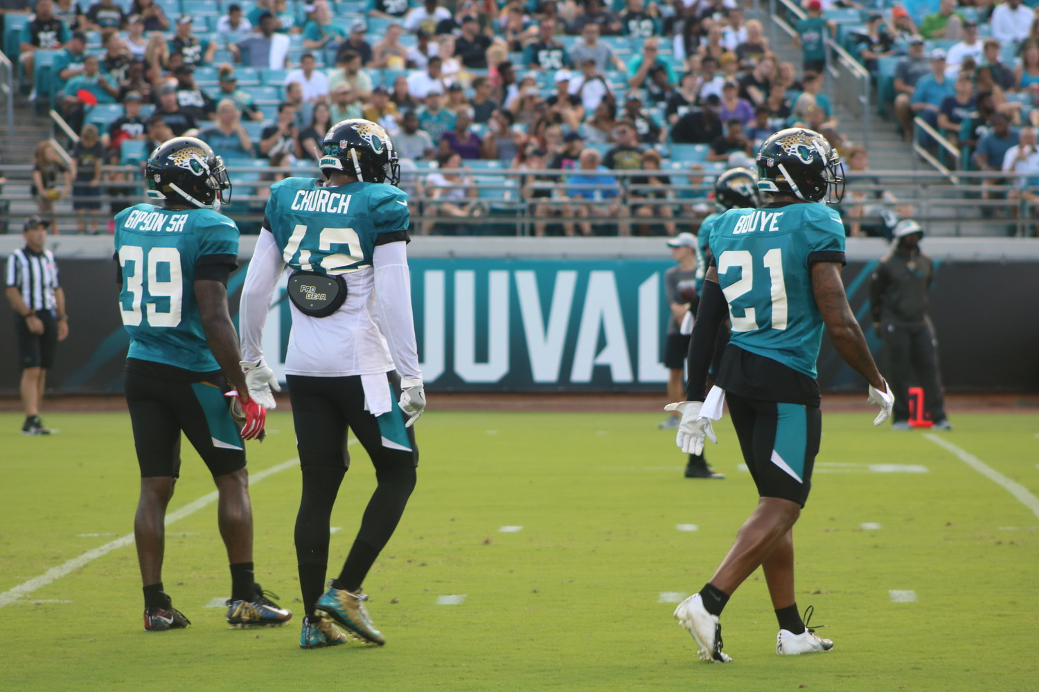 Jaguars defenders regroups during the scrimmage.