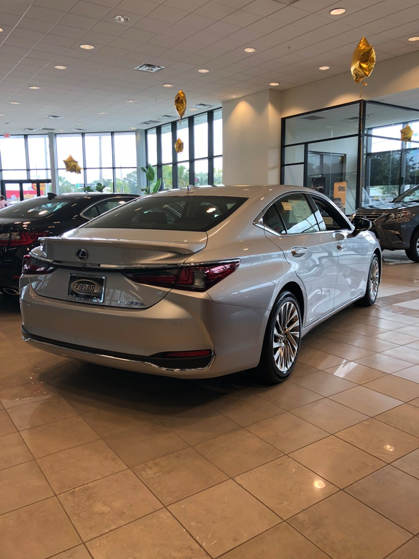 The new Lexus ES sedan