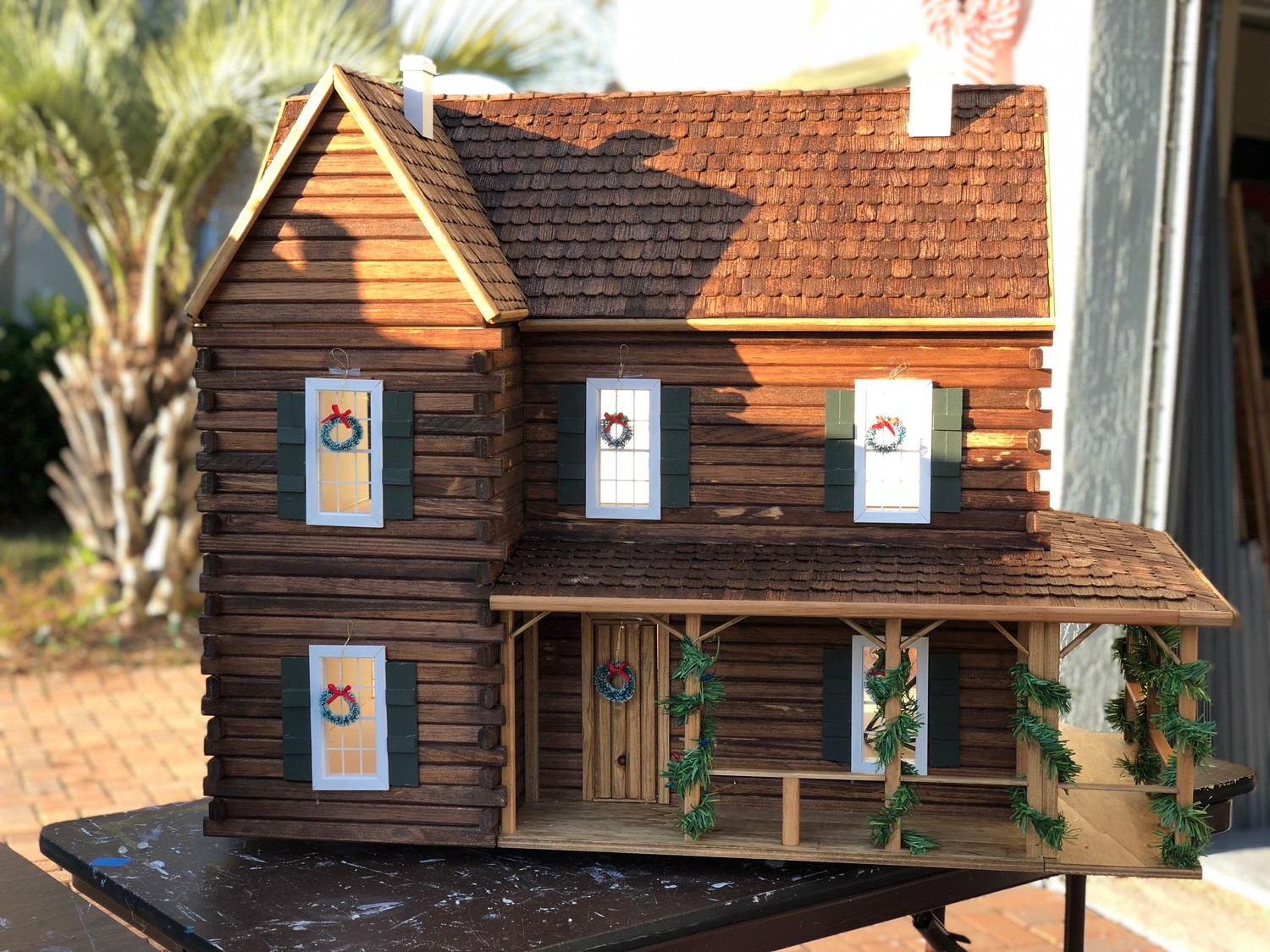 For a festive touch, Hoffman also likes to decorate his doll houses with holiday decorations.