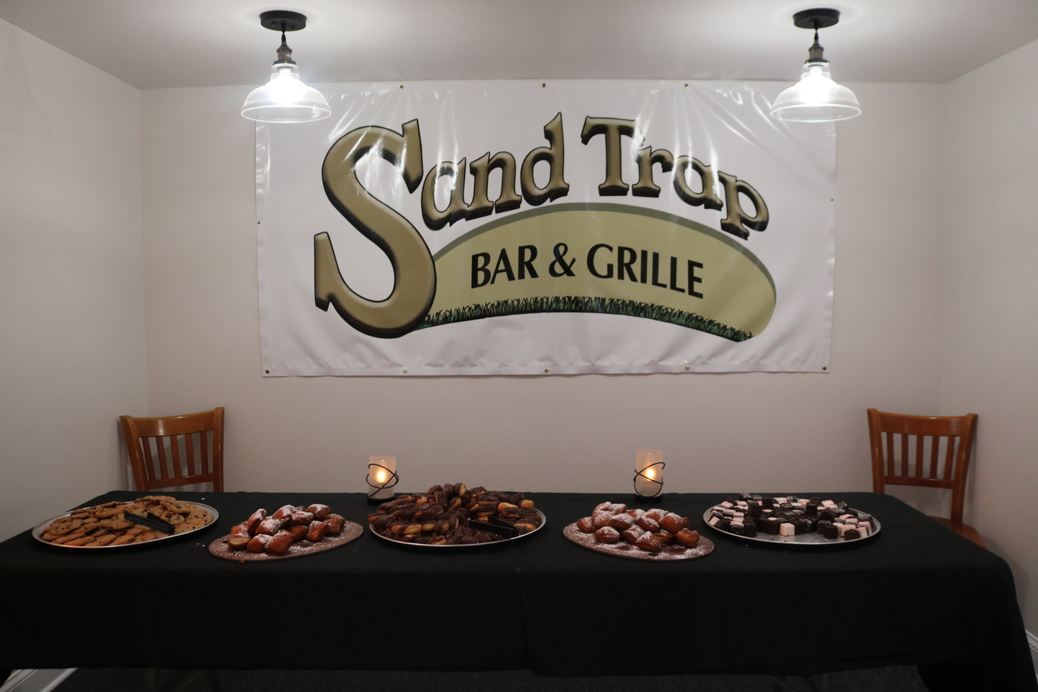 Sand Trap Bar & Grille is the restaurant available for guests at the Jax Beach Golf Club.