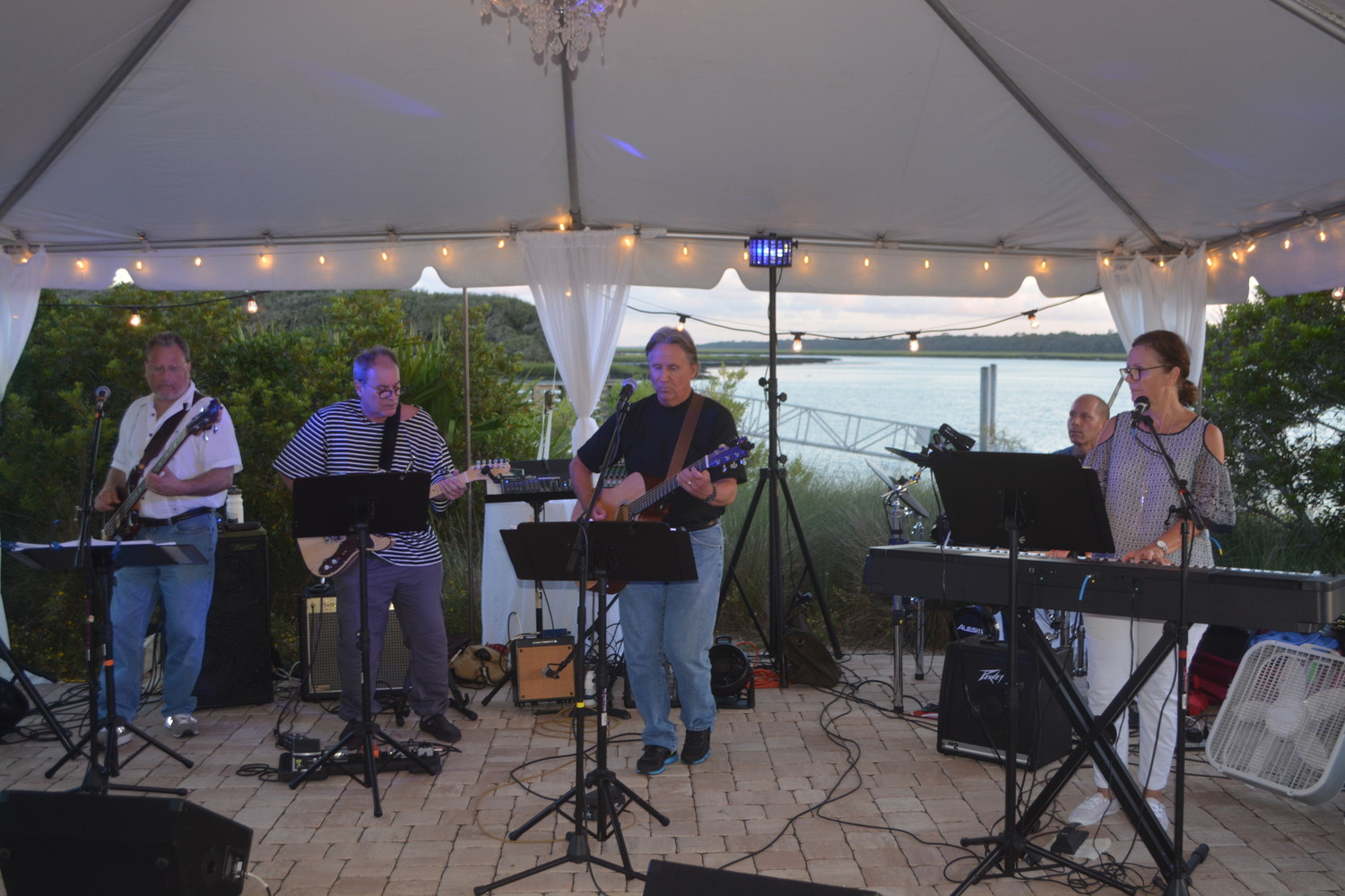 A band performs live music to entertain event goers at the GTM Research Reserve Oceanwise gala.