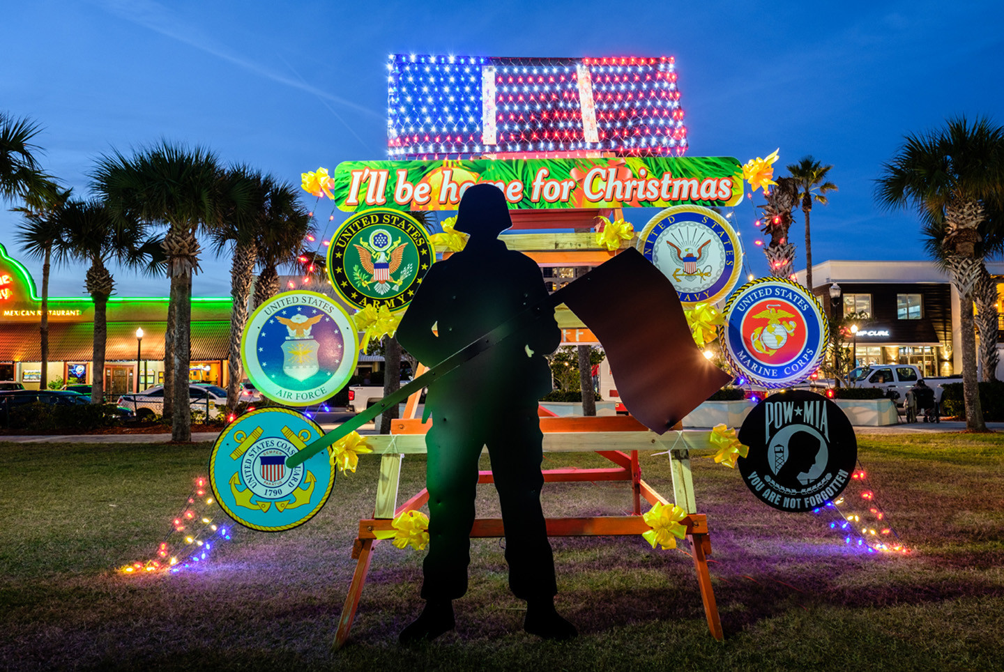 "The American Legion – Post 129's ""I'll be Home for Christmas"" chair won the blue-ribbon award."