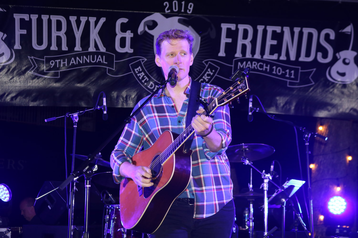 Patrick Davis performs at Furyk & Friends.