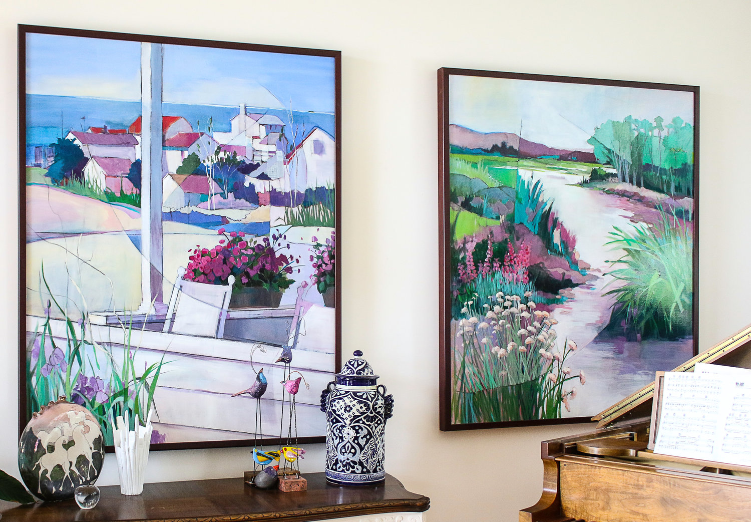 Two paintings of Maine beach houses hanging side-by-side in the living room illustrate her interpretation of the fracturing technique.