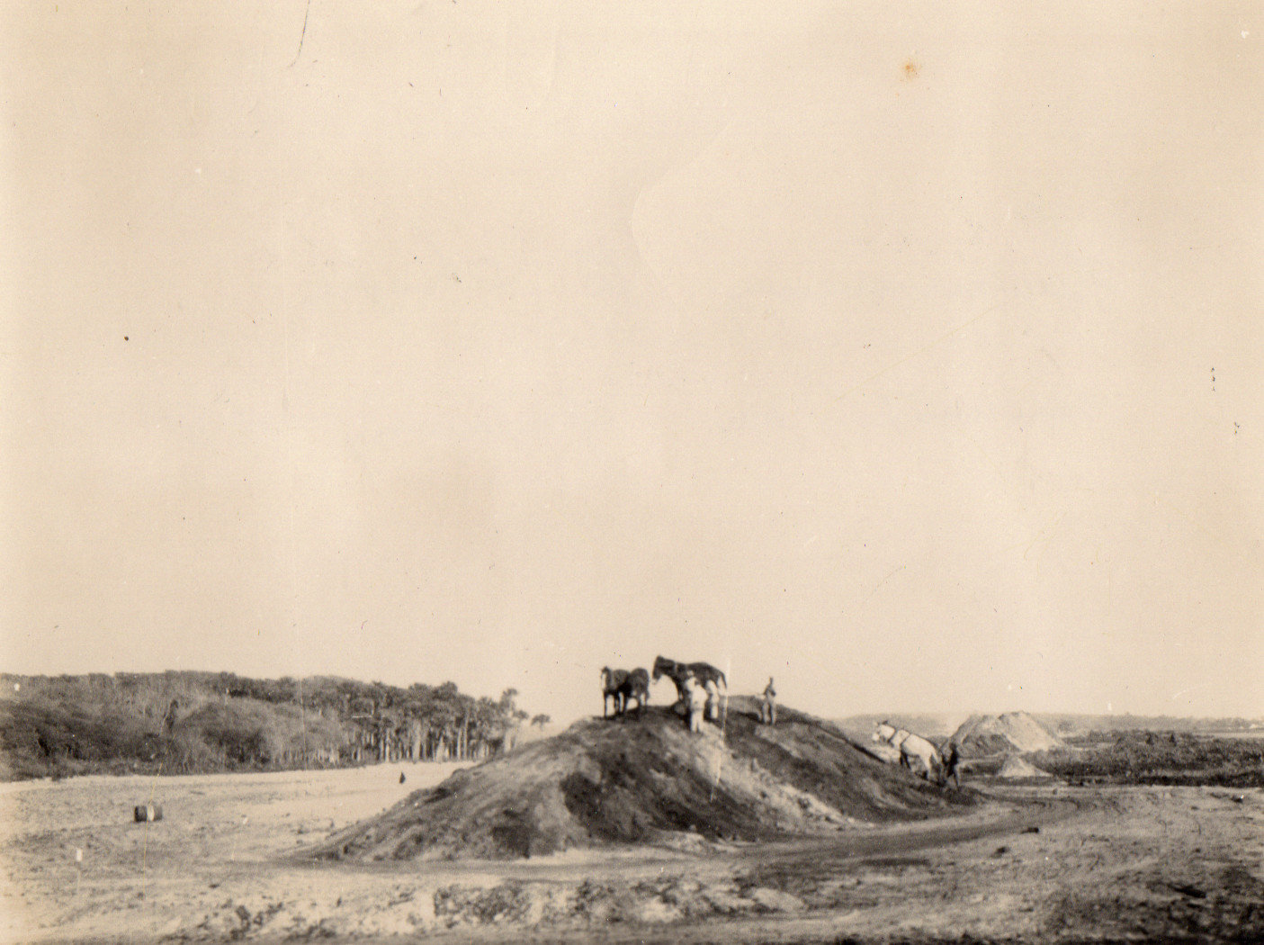 Construction takes place on the golf course at the Jacksonville Beach Golf Links (later to become the Ponte Vedra Inn & Club) in the late 1920s.