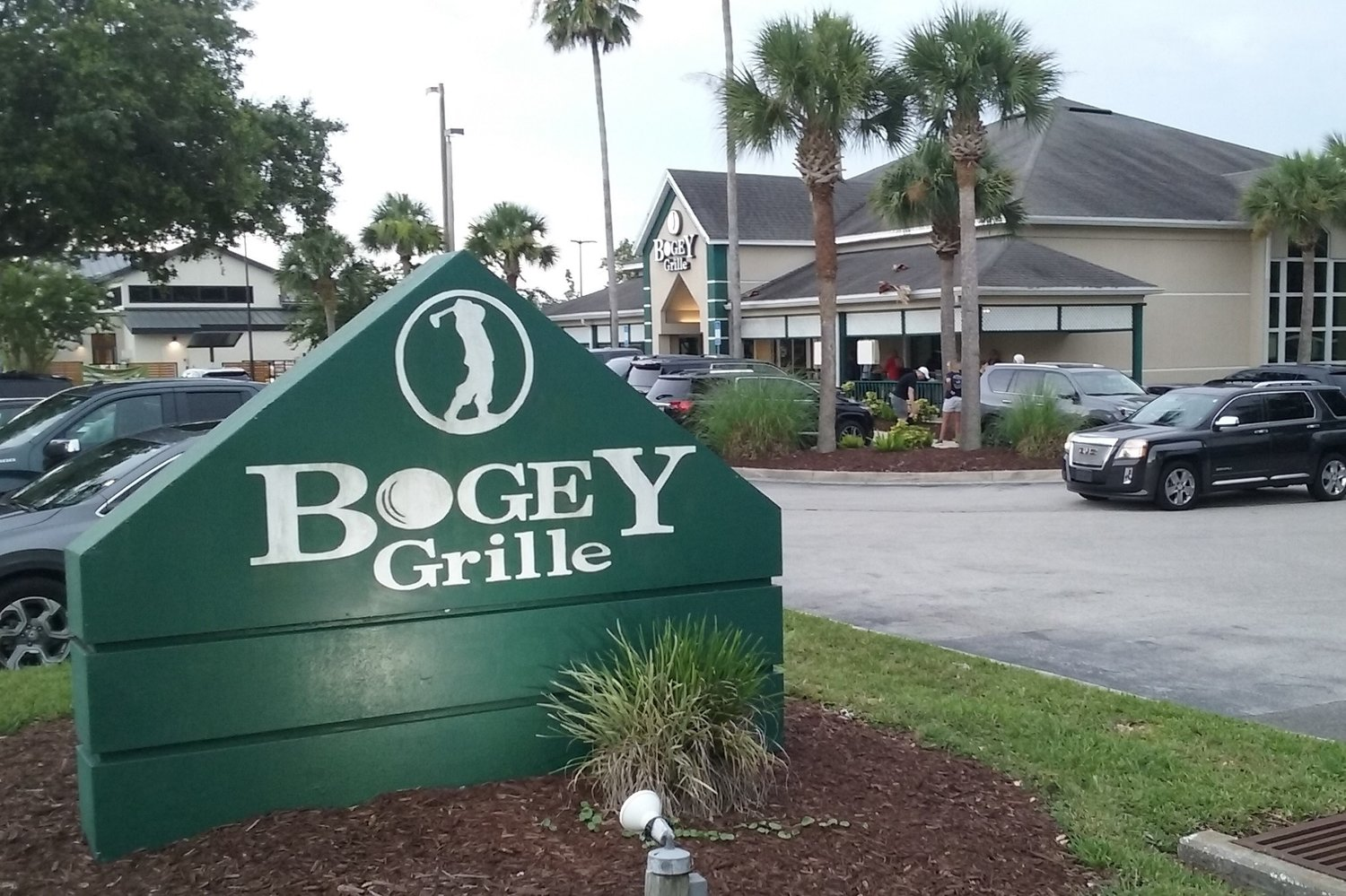 The parking lot at Bogey Grille was full Friday as patrons flocked to one of their favorite places for one last meal or a drink.