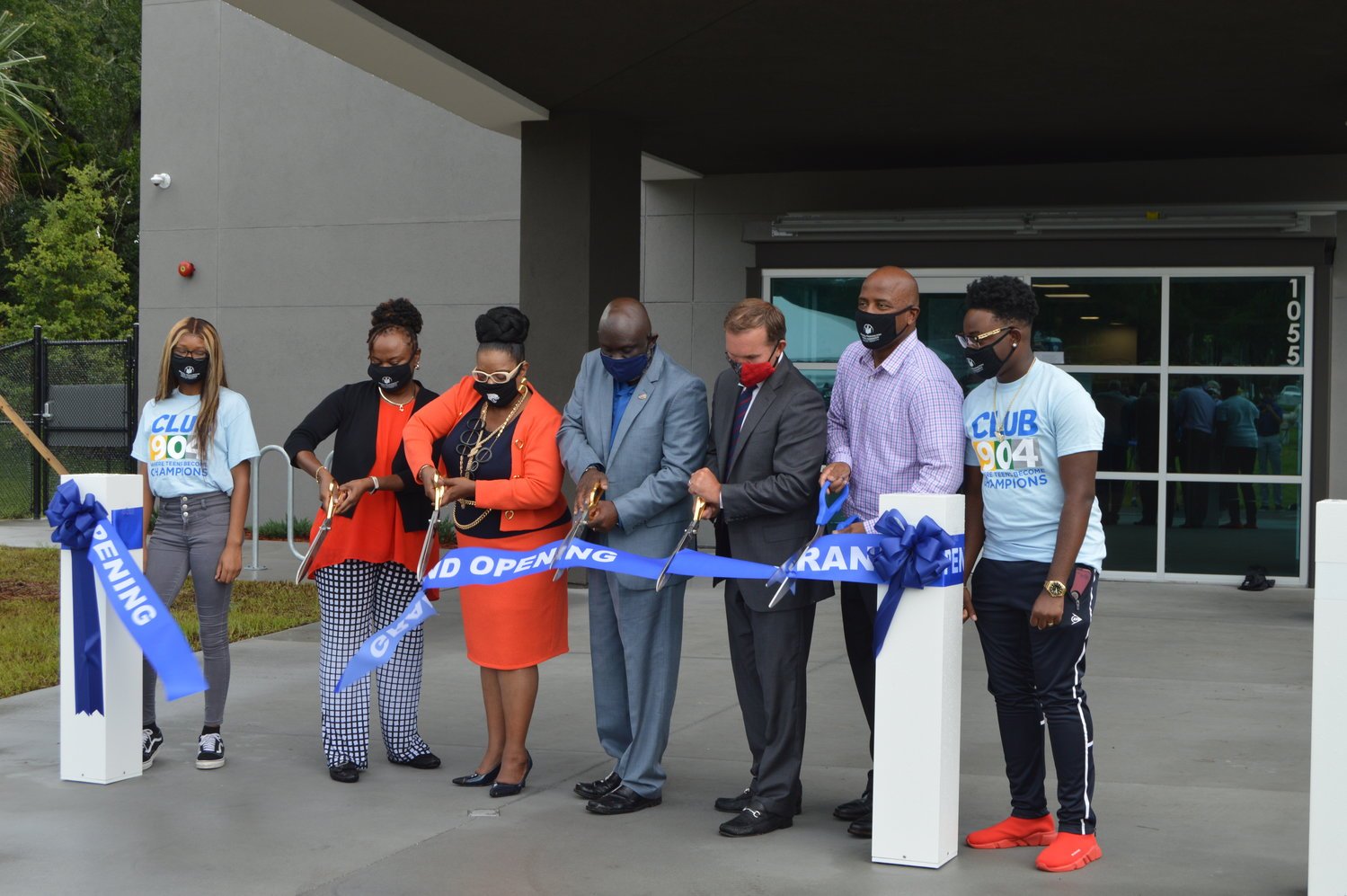 Grand opening of MWYF's new teen center, Club 904, in 2020. Pictured from left: Student Athlete of the Year Mya Sudduth, MWYF board member Lezita Davis, council members Ju'Coby Pittman and Sam Newby, Mayor Lenny Curry, Mal Washington, MWYF Student Board of Directors President Ny'Reon Shuman.