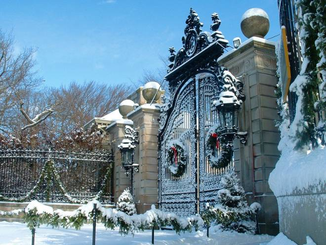 Newport's Breakers mansion in full Christmas spirit