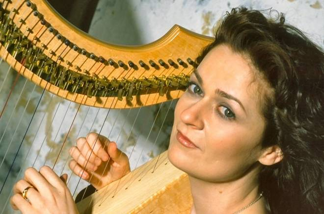 Common Fence Music presents Irish harpist Aine Minogue