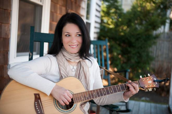 Singer/songwriter Allysen Callery at Common Fence Music