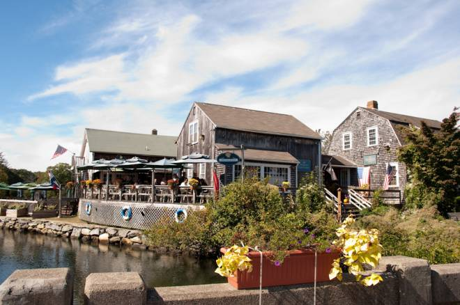 Tavern by the Sea serves up dockside dining