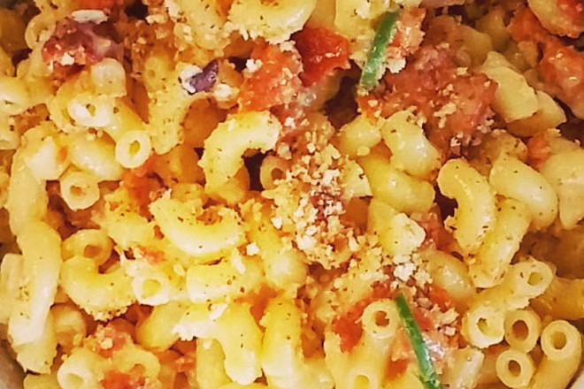 Take your mouth on a mac & cheese adventure