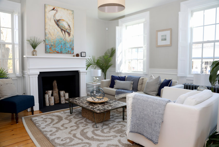 Splashes of navy add nautical appeal to calming neutrals