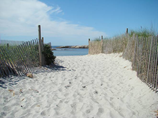 Nestled In A Quiet Cove Along Ocean Road On Aquidneck Island S Southern Gooseberry Beach Is Open To The Public But Also Home Private