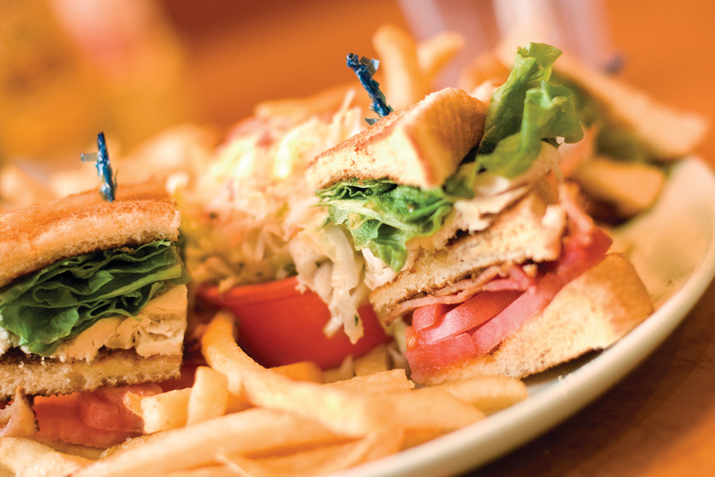 Twin Willows is a sports pub and family restaurant in the North end of Narragansett. Casual and kid friendly, the expansive menu boasts juicy burgers, specialty sandwiches, treasures from the sea and a wide variety of beer and wine.