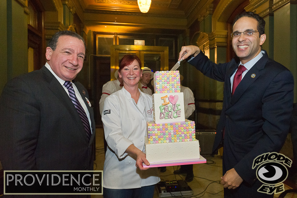 Sin Bakery presents a cake to City Council President Solomon and Mayor Taveras