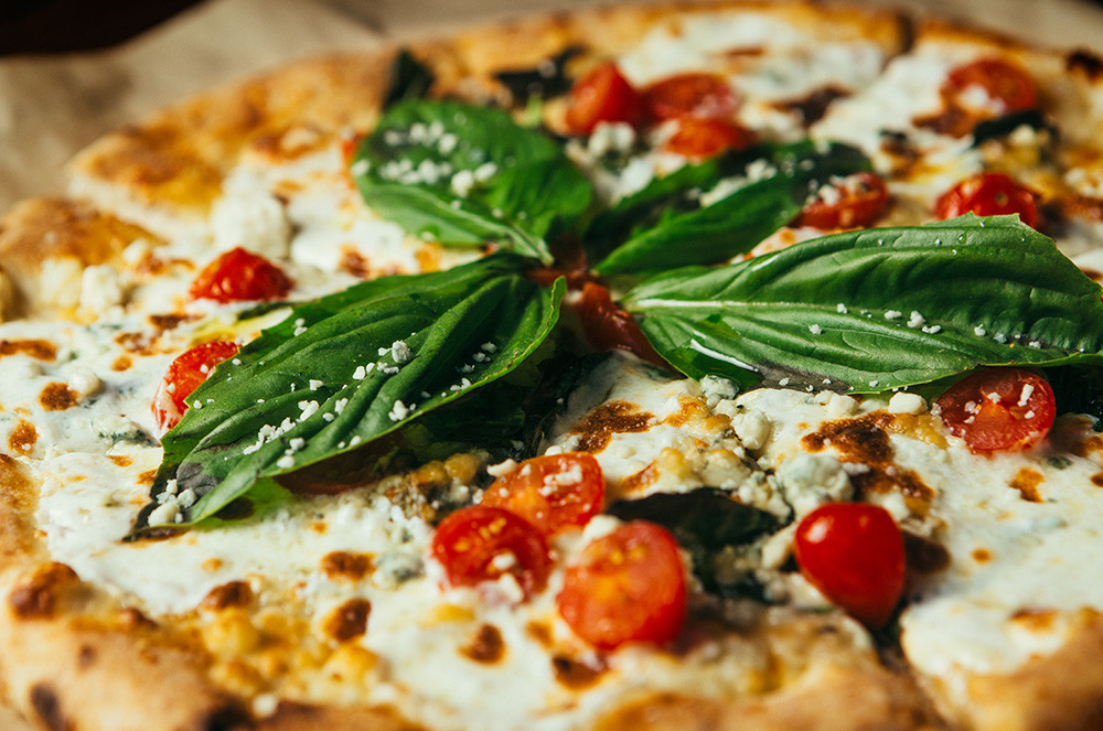 Gorgonzola and Tomato Pizza