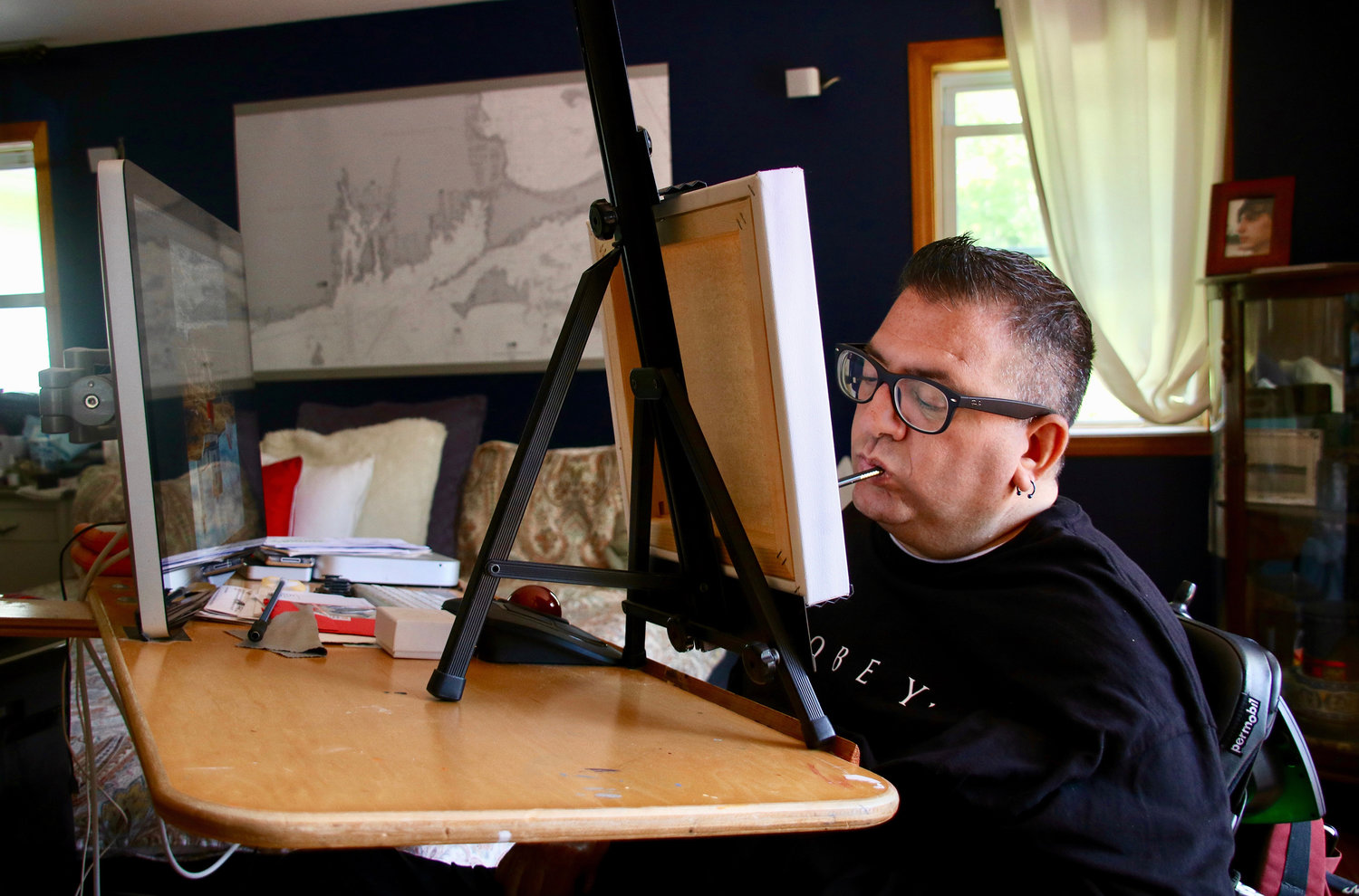 In his home studio, Jason positions an easel close to his computer to use friends' digital photos as inspiration