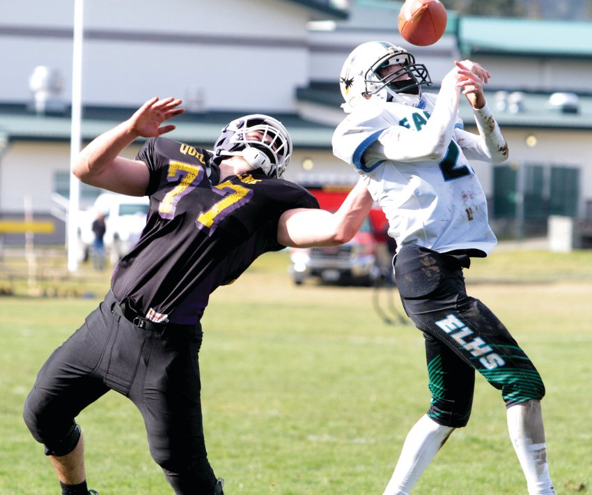 Zach Budnek breaks up a pass intended for an Eagles receiver during the Rangers domination of Eavergreen Lutheran Saturday.