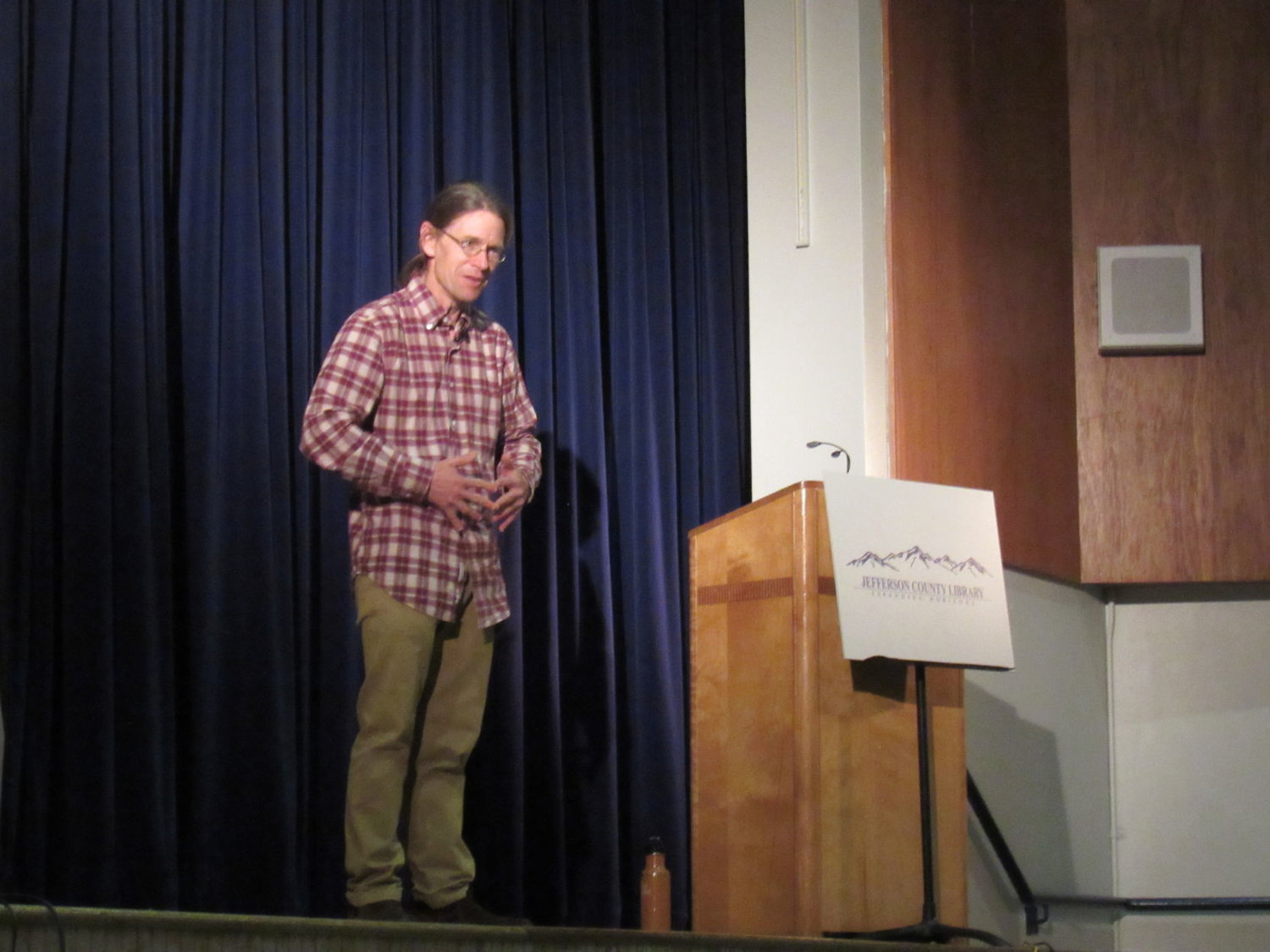 After a presentation about the smallest bits of nature during the annual Huntingford Humanities Lecture, author and biologist Thor Hanson addressed questions relating to bees, feathers and seeds.