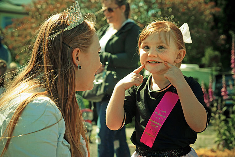 Samantha Raymond, 5, of Lutheran Church of the Redeemer Preschool is all smiles May 20 while talking to Rhody Fest Princess Morgan Wilford. Photo by Nicholas Johnson