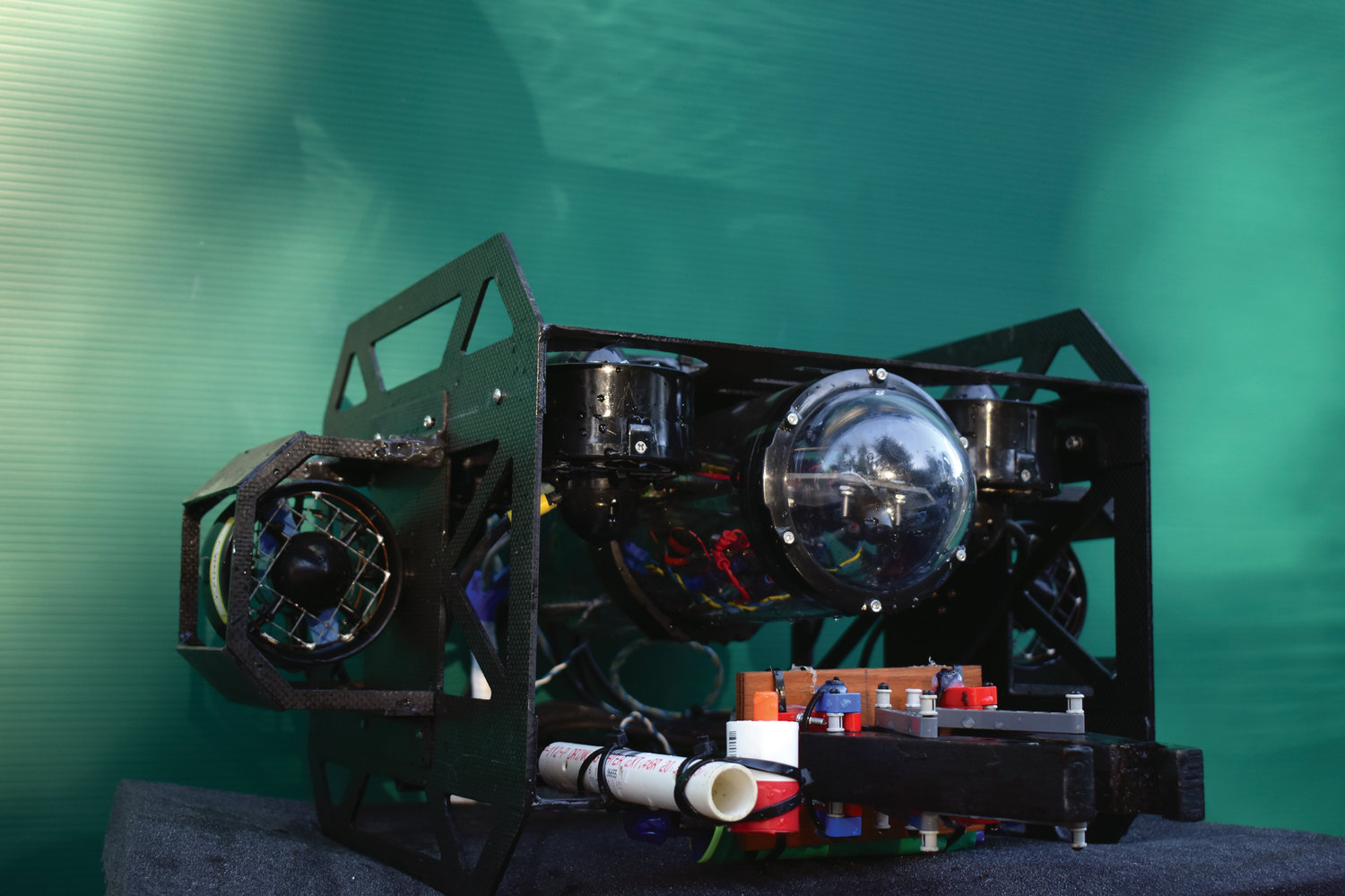 Contest missions include inspecting drainage pipes, releasing simulated fish into the environment, and recovering a civil war-era cannon with the ROV seen here.