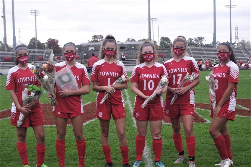 EPHS 2020 Girls soccer team senior players.