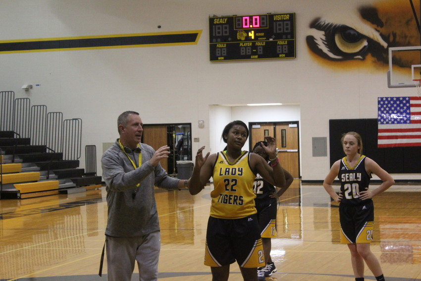 Head Coach Anthony Branch and junior Diari Dabney at a team practice. The Lady Tigers sit at 3-4 on the season after going 1-3 in the Lady Yoe tournament last weekend.