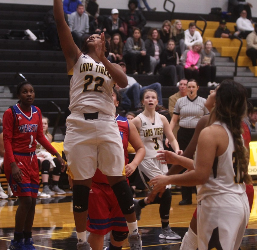 Senior Diari Dabney (22) averaged a double-double over the last stretch of five games, scoring an average of 10.2 points per game and grabbing 12 rebounds to lead the team in her last go-around.