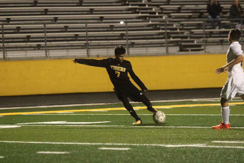 In the waning moments of the last away game of the regular season, Erick Balderas (7) found George Regalado who put one in the back of the net to clinch a playoff berth for the Tigers.