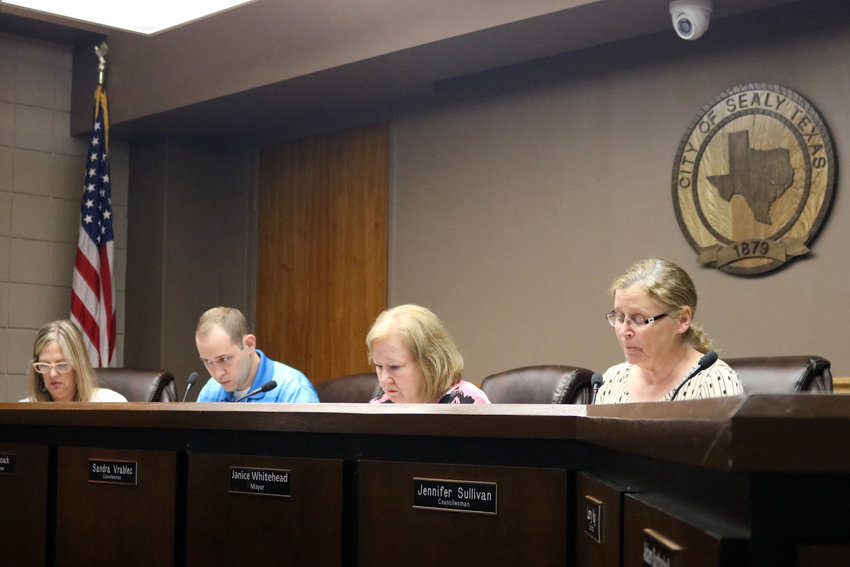 Council members Dee Anne Lerma, Chris Noack, Sandra Vrablec, and Mayor Janice Whitehead discuss agenda items during the Aug. 20 Sealy City Council meeting.