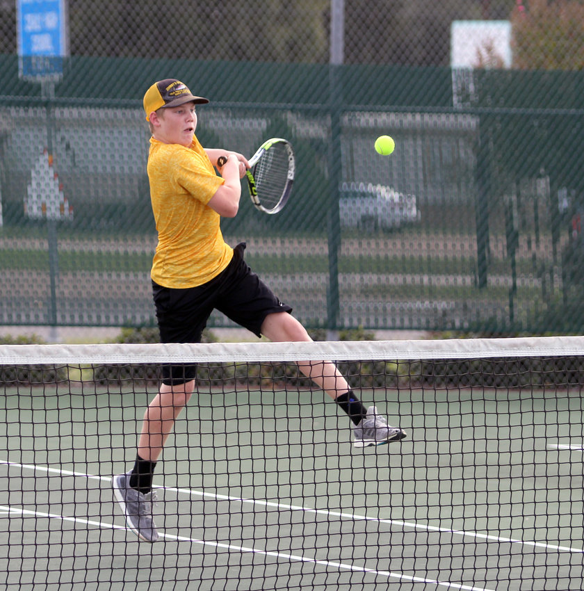 Hayden Havel lines up a shot during the bi-district championship against El Campo Monday afternoon in Sealy that helped him take an 8-2 decision over Joshua Cerny, which grabbed one of the five points the Tigers earned from the boys' singles matches.