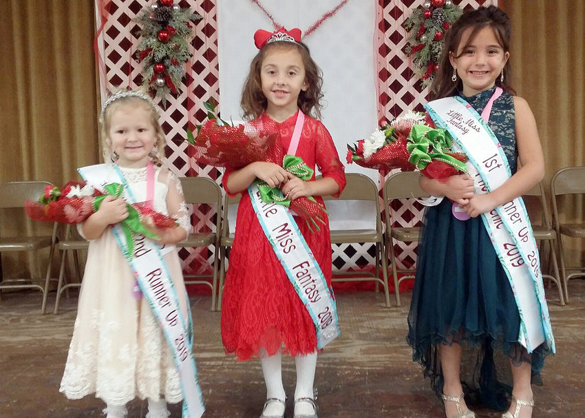 Holly Noack, center, was named Little Miss Fantasy 2019. Pictured with her are Amberlee Semmler (left), second runner up, and Brooke Bozich, first runner up and Miss Photogenic.