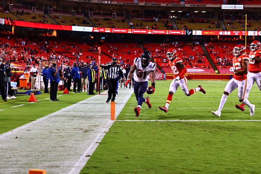 Houston Texans running back David Johnson (31) scores the first touchdown of the NFL season Thursday night at Arrowhead Stadium in Kansas City. The Chiefs bounced back with 31 points before the Texans crossed the goal line again.