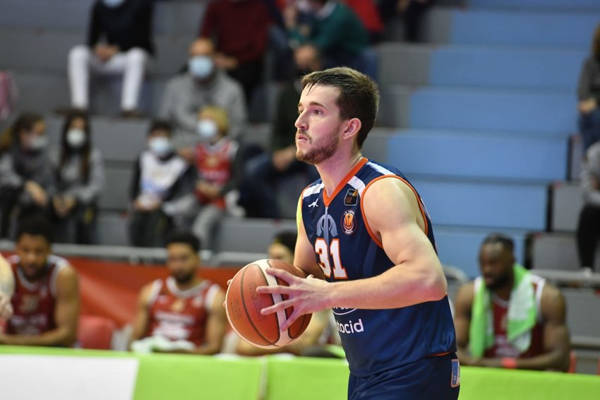 Mules basketball alum Spencer Reaves recently signed his fourth professional contract. He'll head to Germany to join the Leverkusen Bayer Giants during the 2021-22 season.