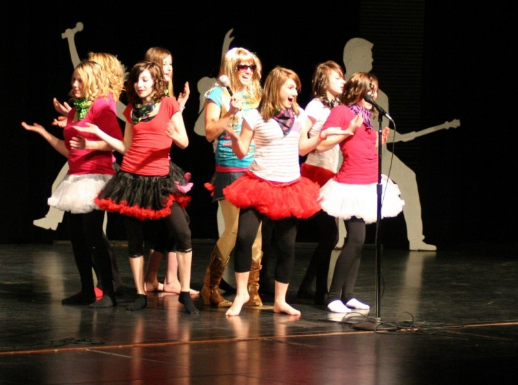 A group of SSMS girls perform a dance routine to Hannah Montana's Nobody's Perfect.