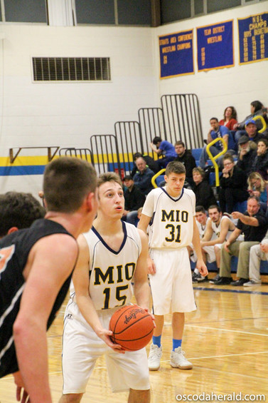 Garret Anderson concentrates before making his free-throw shot.
