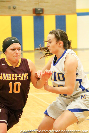 Marlee Walker comes into contact with Mio's Claudia Wilson on her way to the basket.