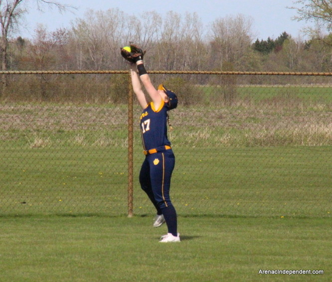 SSC's Debbie Yealey makes a catch for an out.
