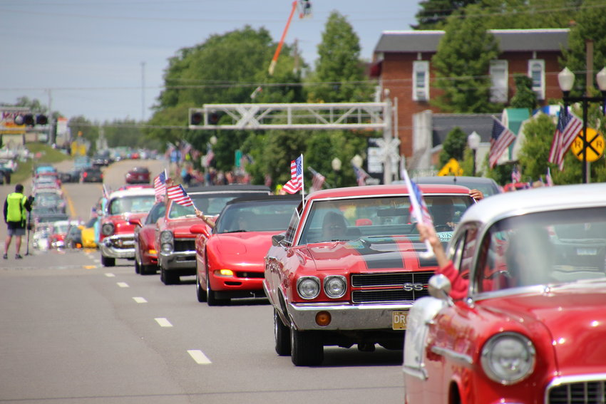 Cars in the Back to the Bricks Promo Tour stretches beyond the line of sight during the 2016 tour parade.