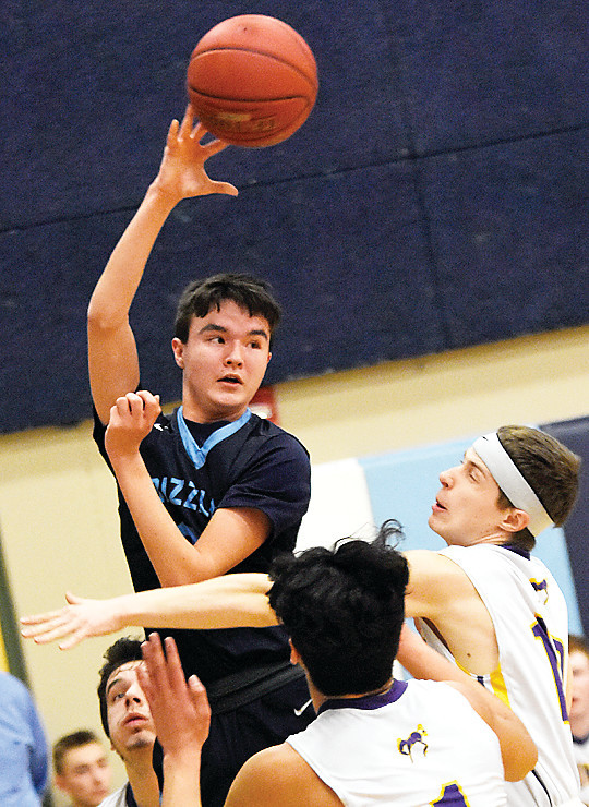 The Grizzlies' Cade Goggleye goes up high for an overhead pass