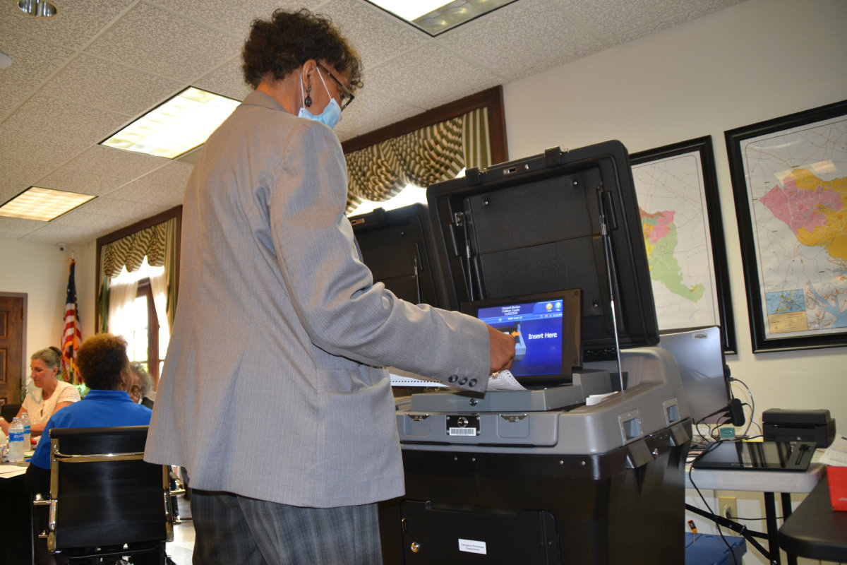 20201111 101739 Election board member Queenie Crawford scans provisional ballots copy.