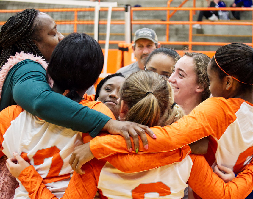 Mineola volleyball Coach TaShara Everett shares a moment with her seniors before their final game last week.