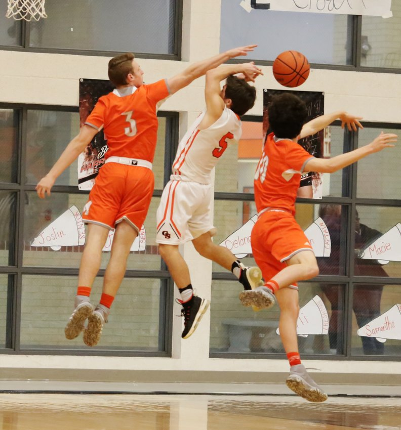 Mineola's Jonah Fischer (left) and Kelby Bruner deny a Grand Saline shot attempt in action Friday.