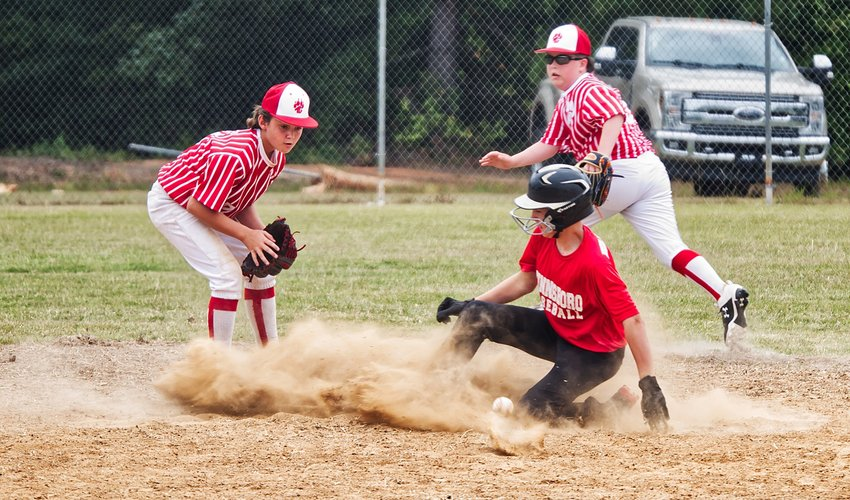 Winnsboro and Alba-Golden faced off in the 10 and under category.