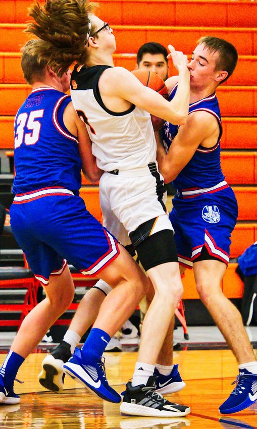 Garin Kisinger, left, and Ford Tannebaum converge defensively on the Grand Saline player.